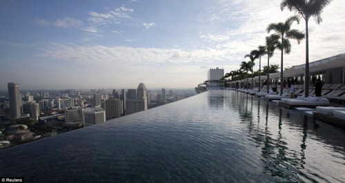 ..Infinity_Pool_55_STOREYS_Above_Ground_Opens_Singapore_Dazzling_New_£4bn_Resort3